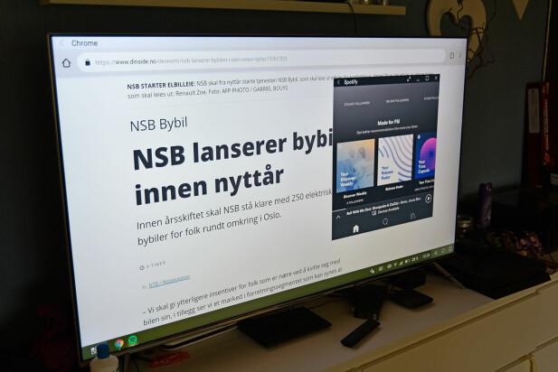 TRÅDLØS DESKTOP: Med Mate 20 Pro kan du bruke en desktop-utgave av Android på TV, og nå kan du gjøre det trådløst, så lenge TV-en støtter DLNA/Miracast. Foto: Pål Joakim Pollen