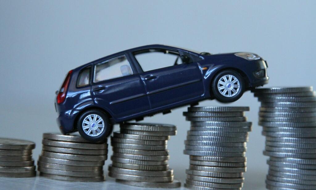 DYRT: Med en årlig utgift på nesten 100.000 kroner for en ny bil, er det nå mange som vurderer bruktbil eller privat-leie som et alternativ. Foto: Rune Korsvoll