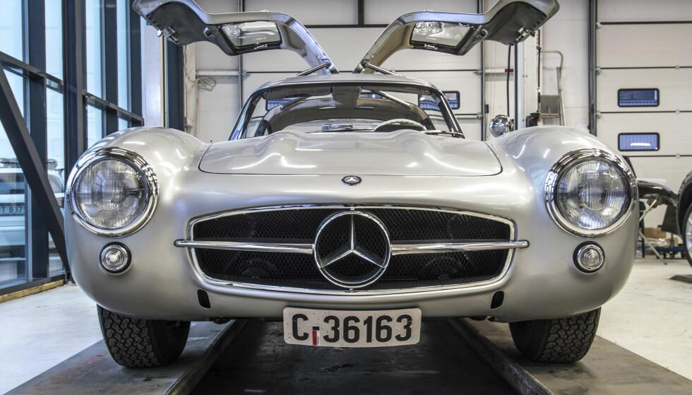 PLASS FOR KLASSISK: Den legendariske Mercedes 300 SL Gullwing blir å beskue på Lillestrøm. Med måkevingene, selvsagt. Foto: OMS