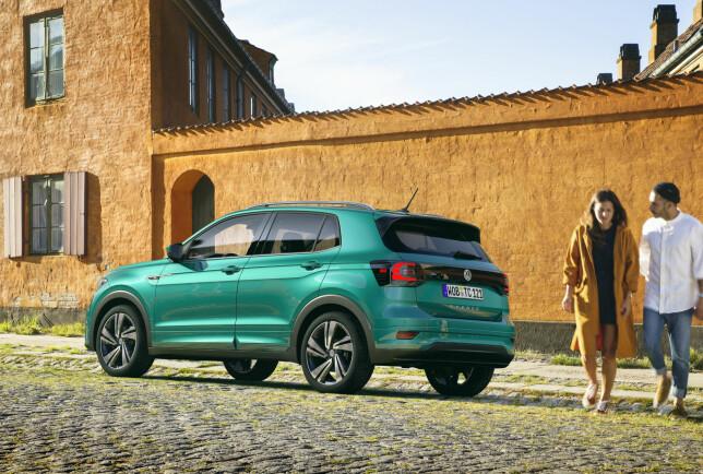 MINI-TIGUAN: 411 centimeter lang, 156 centimeter høy. Til tross for at den kan utstyres med 18-tommers felger, er T-Cross i VWs nest minste A0-klasse, som ble initiert av Seat Ibiza. Foto: Volkswagen
