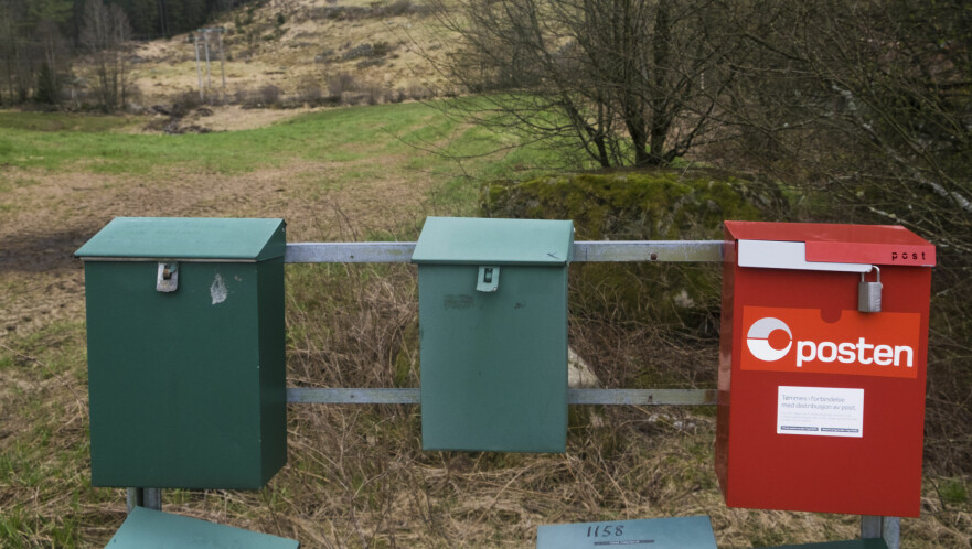 POSTEN VIL KUTTE YTTERLIGERE: Norske postkasser er tomme for brev to dager i uken. Nå ønsker Posten å endre postombæringen ytterligere, og allerede fra i høst. Foto: NTB scanpix