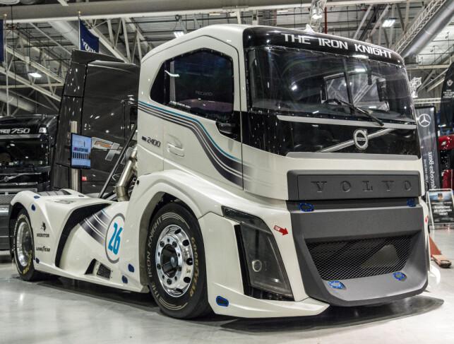 VERDENS RASKESTE: «The Iron Knight» er drevet av en 10,8 liters Volvo Penta Dieselmotor, som yter 2.400 hestekrefter og 600 newtonmeter. Foto: Jamieson Pothecary