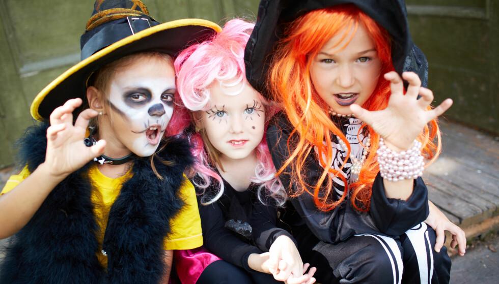 BRANNFARLIGE: En britisk test avslører brannfarlige halloweenkostymer. Forbrukerrådet anbefaler å sjekke varedeklarasjonen: Brannfarlige materialer skal være merket. Illustrasjonsfoto: NTB scanpix