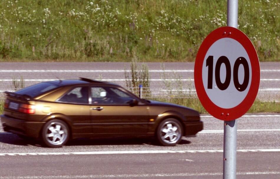 HØYERE: Samferdselsdepartementet vurderer å øke fartsgrensene til 120 kilometer i timen. Foto: Morten Holm/SCANPIX