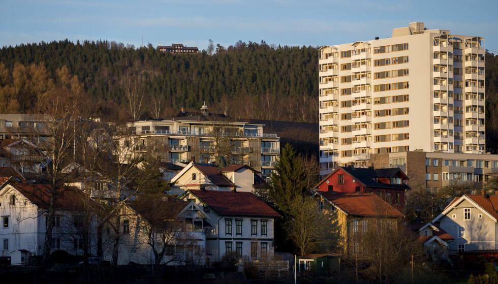 HØYE BOLIGPRISER: Selv om boligprisene har falt noe, er de fortsatt et faremoment for norsk finansiell stabilitet, ifølge en ny rapport fra Norges Bank. Foto: Vegard Wivestad Grøtt/NTB Scanpix.
