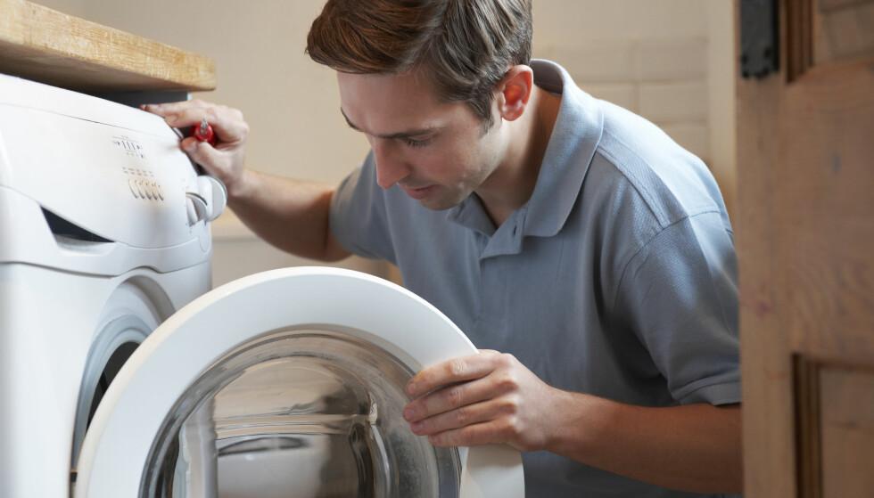 KRISE: Én grunn til å ta opp forbrukslån er hvis det oppstår et akutt behov for å kjøpe noe som du ikke kan finansiere innenfor en månedslønn, for eksempel dersom vaskemaskinen bryter uventet sammen. Men, det finnes andre muligheter å få bukt med uforutsette utgifter som koster deg mindre. Foto: Shutterstock/NTB Scanpix.