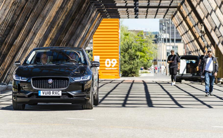 DAMENES FAVORITT? Jaguar har to av seks finalister i «Women´s Car of the Year»-kåringen. Elbilen Jaguar I-Pace er én av dem. Foto: Jamieson Pothecary