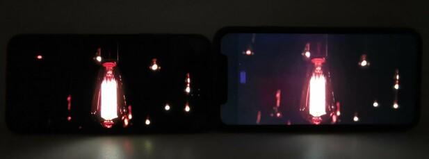 I MØRKET ER NOEN KATTER GRÅ: Sortnivået på iPhone Xr (til høyre) kan ikke måle seg med AMOLED-skjermen på iPhone Xs (til venstre). Sistnevnte har også mer farger og kontrast. Foto: Pål Joakim Pollen