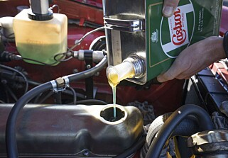 Klikk for å endSMØRETUR: -Det er veldig viktig å bruke olje som inneholder sink. Hvis ikke fort slitt, sier Erik Joys. Foto: Paal Kvamme