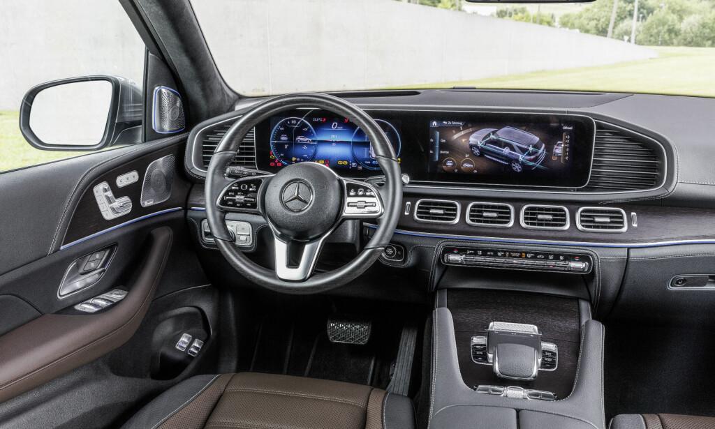 LUKSUS-SUV: Nye GLE får et mye mer moderne interiør enn den utgående modellen, som var en oppgradert 3. generasjon ML - en modell som ble lansert som 1. generasjon i 1997. Foto: Daimler AG