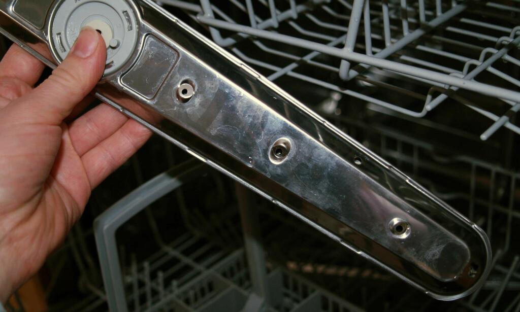 SKITTEN OPPVASKMASKIN? Slurver du med å rengjøre oppvaskmaskinen, kan det føre til et dårlig vaskeresultat. Husk også spylearmene. Foto: Berit B. Njarga