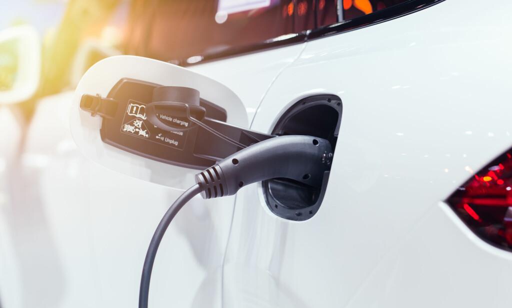 LADEKABEL: Det finnes mange ulike elbil-ladekabler på markedet. I artikkelen under får du gode tips. Foto: NTB Scanpix
