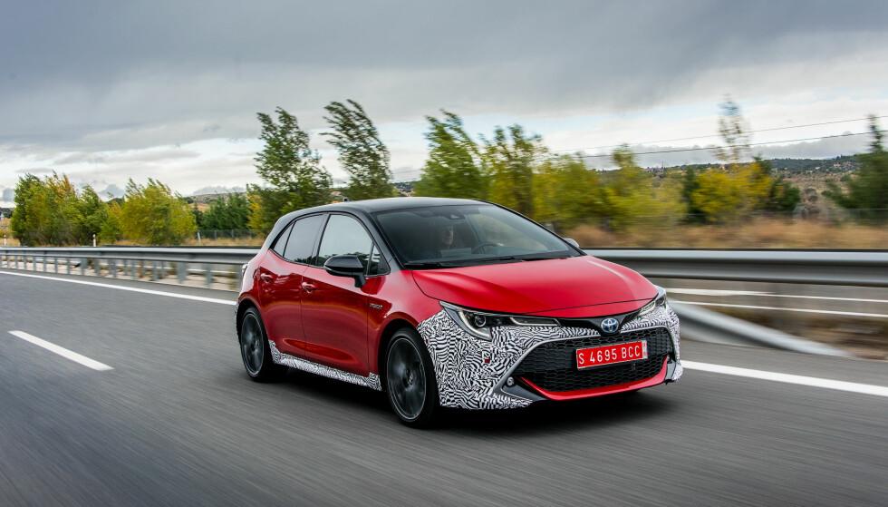 <strong>FEMDØRS:</strong> Corolla kommer også som femdørs-utgave, men den møter svært tøff konkurranse fra elektriske biler i Norge. Foto: Toyota