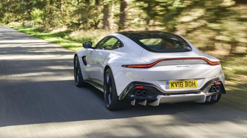 ACTION PACK: Med Vantage beviser Aston Martin at de kan lage morsomme og potente biler. Her oser det mer racing enn posørbil. Foto: Jamieson Pothecary