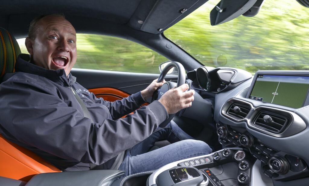 UTROLIG GØY: Vår biljournalist mente at «Holly Reich' Drømmebil» 2018, Aston Martin Vantage, var så moro å kjøre at han ville gråte ... Foto: Jamieson Pothecary