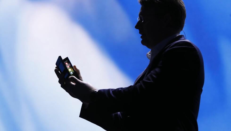 BRETT UT: Samsung har vist frem en konseptmodell av en utbrettbar telefon som sannsynligvis vil se dagens lys i løpet av 2019. Foto: Stephen Lam/Reuters/NTB Scanpix