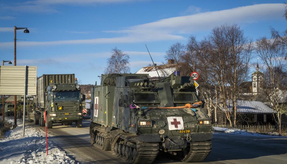 <strong>SKAL HJEM:</strong> Nato-øvelsen Trident Juncture er avsluttet, og nå skal 10.000 militære kjøretøy ut av landet igjen. Foto: NTB Scanpix