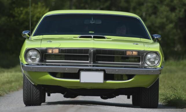 KRAFTPAKKE. Den er voldsom i både størrelse, utseende og låt. Dette er selveste definisjonen på Amerika-bil! Foto: Kaj Alver