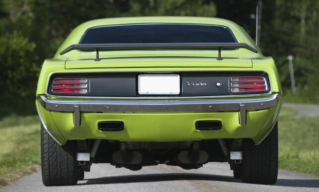 BREDT. 'Cuda er en breflabb av en bil. Denne vil du ikke forbi - men heller ligge bak og nyte synet! Foto: Kaj Alver