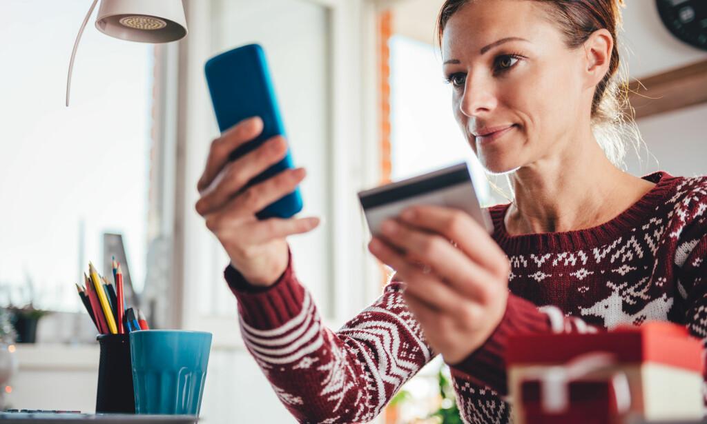 NETTHANDEL: Mange planlegger å kjøpe årets julegaver i nettbutikk, ifølge en fersk undersøkelse fra DNB. Foto: Shutterstock/NTB Scanpix.