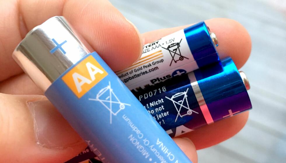 BESTE BATTERI: Testfakta i Sverige har testet AA-batterier, og Clas Ohlsons batteri kommer ut som best i test. Foto: Kristin Sørdal