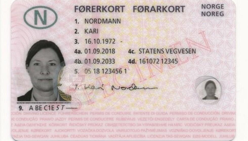 <strong>NYE FØRERKORT:</strong> De nye førerkortene inneholder sikkerhetselementer som skal gjøre det vanskelig å forfalske. Foto: Statens vegvesen