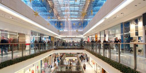 image: Jobber du i juleåpen butikk? Dette må du vite om rettighetene dine