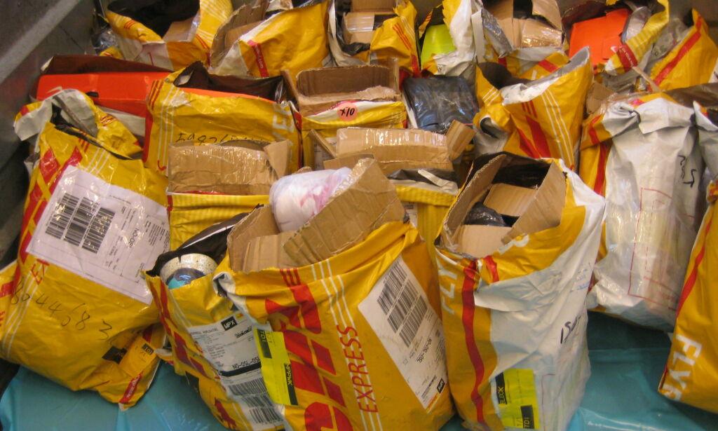 image: - Hver dag ankommer tusenvis av piratkopier bestilt på nett