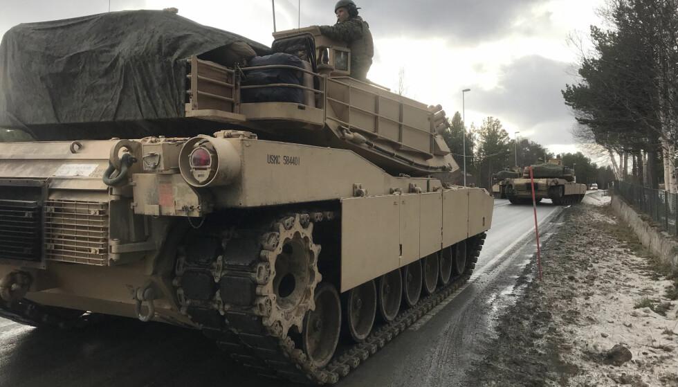 MILITÆRE KOLONNER: NATO-øvelsen Trident Juncture har blant annet ført til en del ekstra trafikk i form av militære kolonner. Her bilder fra øvelsen. Foto: NTB Scanpix