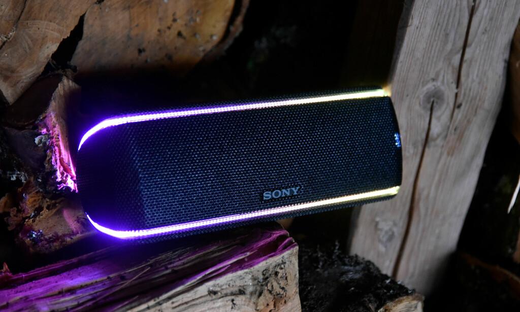 UNTZ, UNTZ: Sony SRS-XB31 kan skilte med god bassrespons og discolys – om du vil. Foto: Pål Joakim Pollen