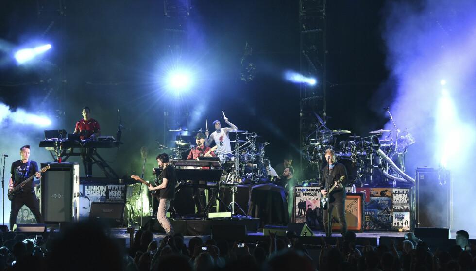 AVLYSTE: California-bandet Blink-182 kom likevel ikke til festivalen Tons of Rock i 2017, her fra en konsert i USA. Da ville kunden ha tilbake pengene for dagspass han hadde kjøpt for å overvære bandet sitt - noe retten gir han medhold i at han skal ha. Foto: NTB Scanpix