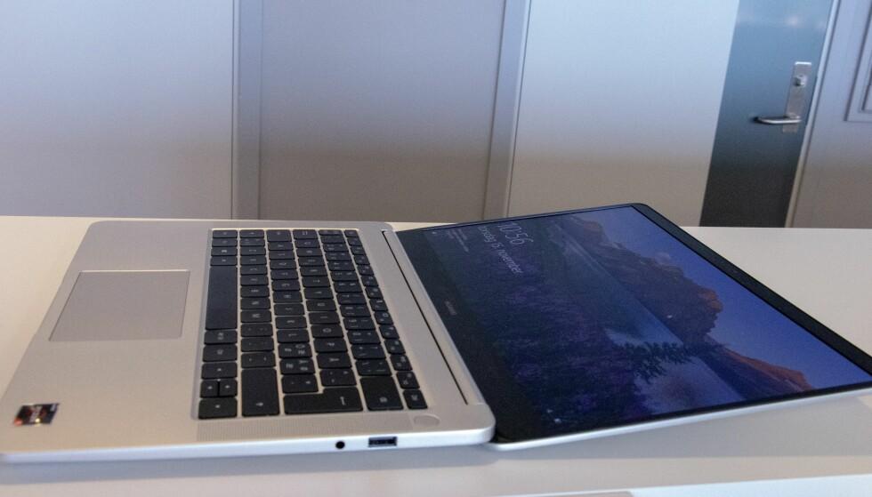 Man kan åpne MateBook D nesten helt opp ... hvis man ønsker det. Foto: Martin Kynningsrud Størbu