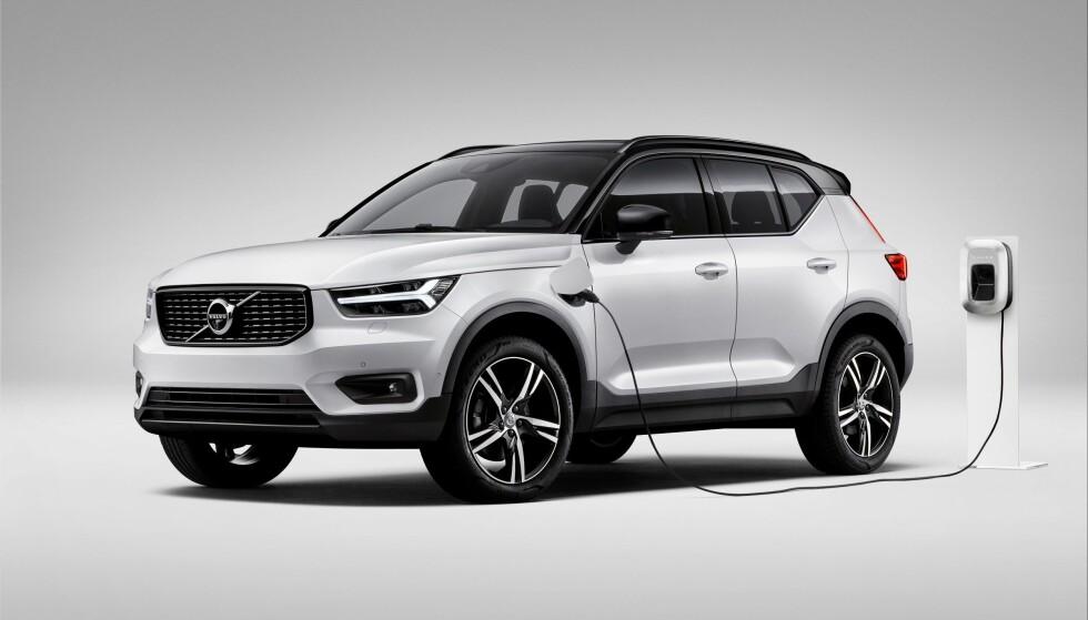 FØRSTE ELBIL: En batteri-utgave av XC40 blir den første elbilen fra Volvo. Bilen er klar om et år. Litt før det kommer denne ladbare hybridutgaven til Norge. Foto: Volvo