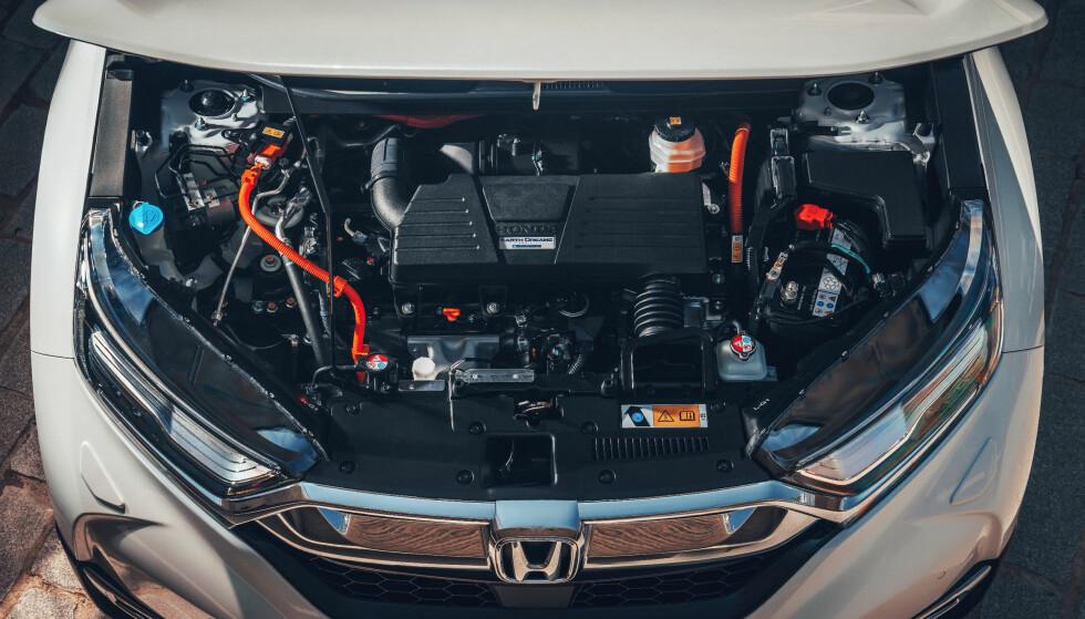 STØRRE: Hybridversjonen har en toliters motor, mens bensinversjonen kjører en turbomatet 1,5-liter. Foto: Honda.