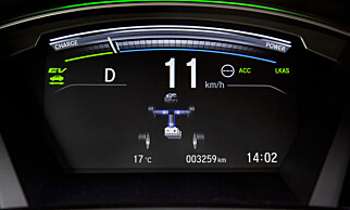 FØLG MED: Du kan følge med på Hvor effekten er hentet fra. I lave hastigheter brukes batteri så lenge det er mulig, men rekkevidden er begrenset. Foto: Honda