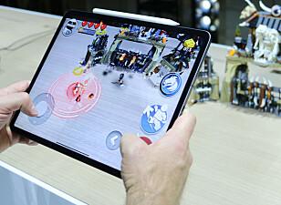 KRAFTIG AR-YTELSE: Apple satser mye på såkalt AR-funksjonalitet også på iPad Pro. Under lanseringen fikk vi fremvist et AR-spill som gikk supersmidig takket være den nye, kraftige prosessoren. Foto: Kirsti Østvang