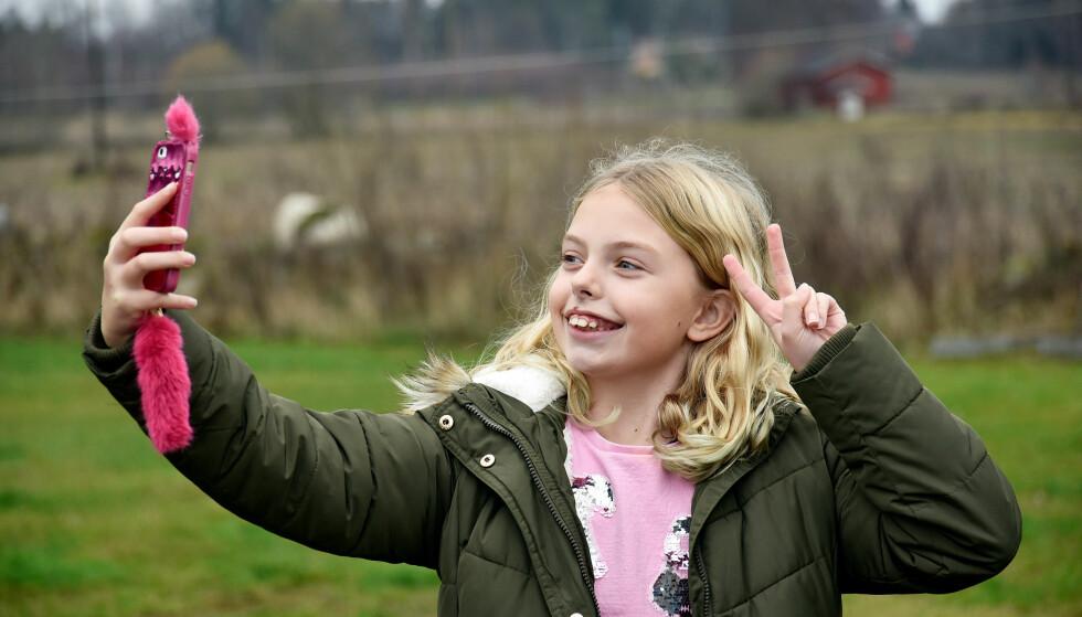 MANGE FALLGRUVER: 87 prosent av landets 9-11-åringer har egen smarttelefon, men hvor mange foreldre har full kontroll på abonnementet? Foto: Pål Joakim Pollen