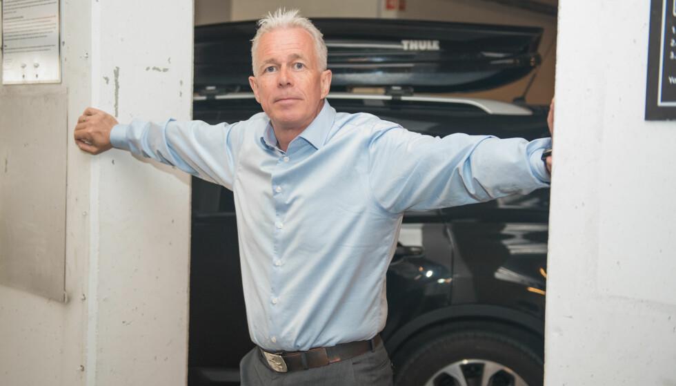 <strong>FLERE MILLIONER:</strong> – Hvert år forsvinner dekk, felger og annet utstyr for flere millioner kroner fra norske garasjer, sier Arne Voll, kommunikasjonssjef i Gjensidige. Foto: Gjensidige
