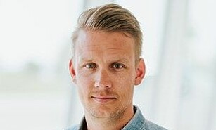LADER OPP: Volvos PR-sjef i Norge, Erik Trosby, kan love tre nye ladbare hybrider til neste år.