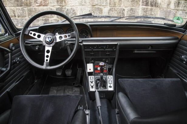 KLENODIUM: Dingsene foran girspaken er BMW sitt sporingsutstyr, de vet til enhver tid hvor bilen er. Der røk den ideen… Foto: BMW