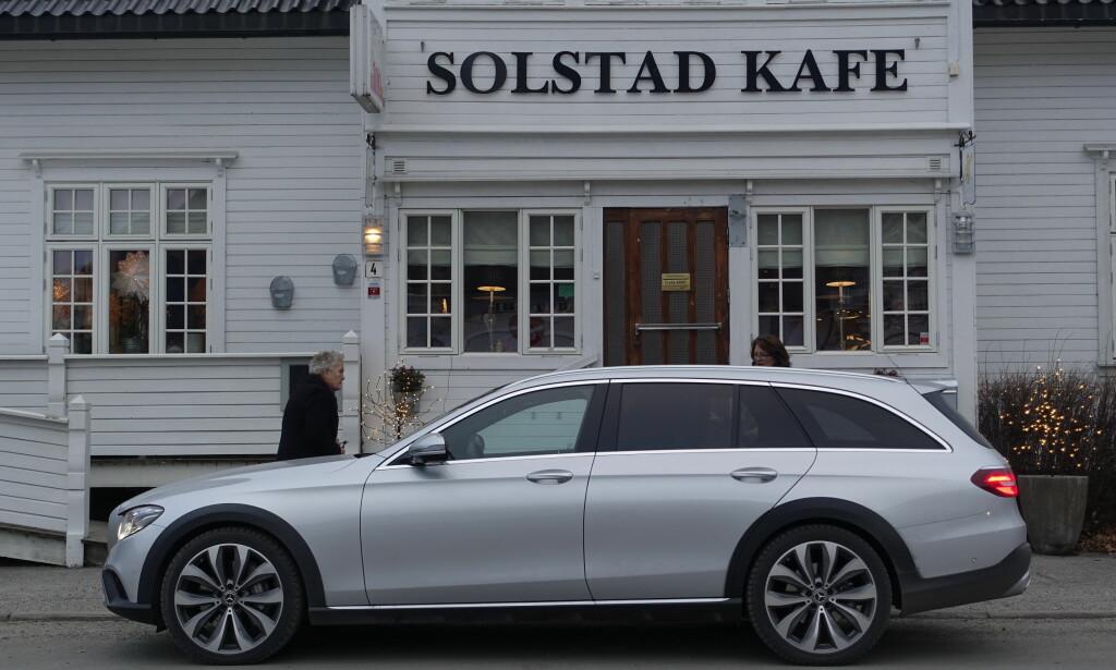 FØRSTE STOPP: Det er ikke bil men folk som må stoppe og ha drivstoff. Første stopp Otta. Foto: Rune M. Nesheim