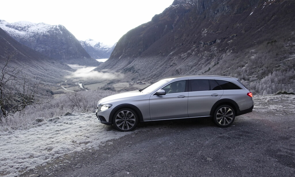 NORGE FOR SINE FØTTER: Vi liker Gore-Tex-biler i Norge. Selv om dette ikke er en SUV, er det svært få oppgaver denne ikke gjør bedre. Det må i så fall være om du skule dra litt mer på hengerfestet eller er pinne stiv i ryggen. Foto: Rune M. Nesheim