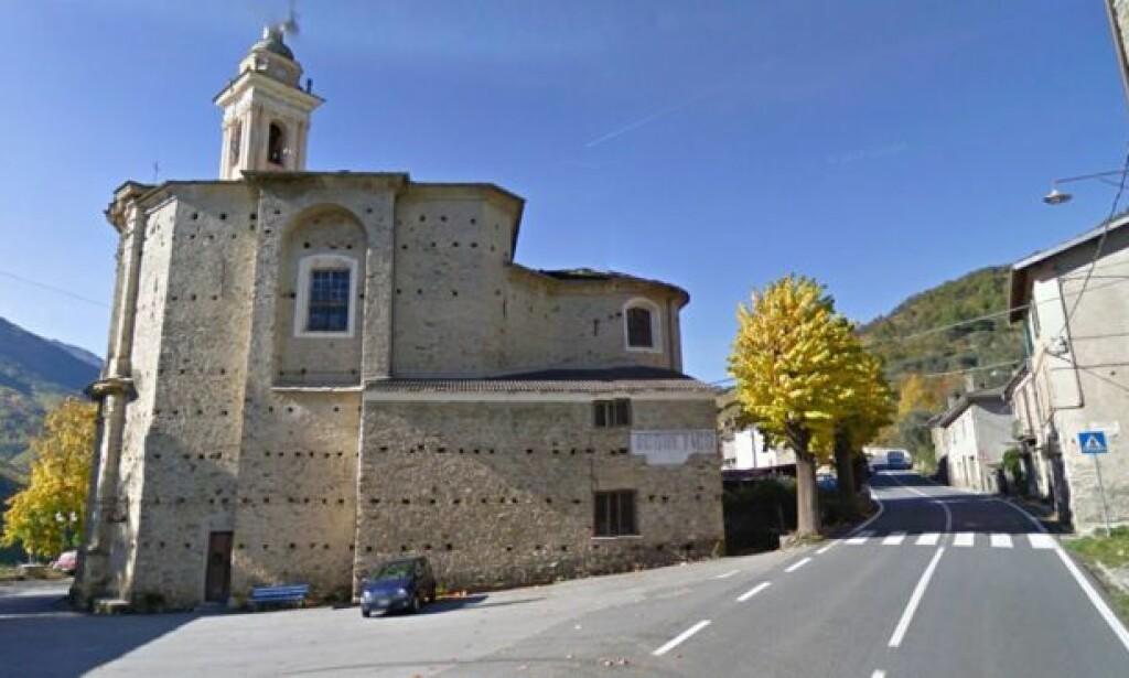 FARTGRENSE 50 KM/T: Her i den lille byen Acquetico fikk bilistene - og innbyggerne en overraskelse: Foto: Google Street View