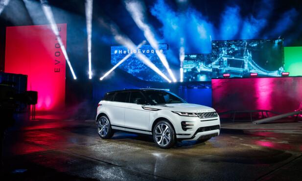GJENKJENNELIG: Tross smale lykter og Range Rovers nye signaturfront vil kjennere av Evoque ikke være i tvil. Foto: Land Rover
