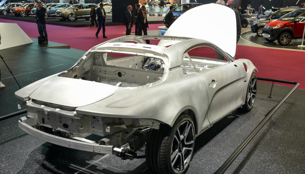 LETTVEKTER: Den lille sportsbilen er helt og holdent laget i aluminium. Det får vekta ned på 1080 kilo på letteste variant. Foto: Jamieson Pothecary