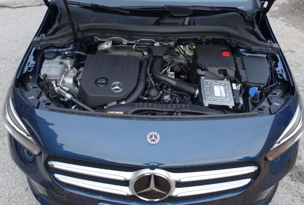 LITEN TASS: Dette er bensinutgaven med en kompakt turbomotor på 1,33 liter som Daimler har utviklet sammen med Renault. Tross 163 hester blir den masete hvis man er for tung på gassen. Foto: Knut Moberg