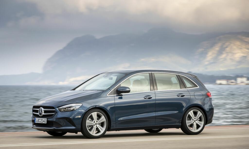 FORM FØLGER FUNKSJON: Få vil vel si B-klasse er Mercedes' vakreste bilmodell, selv om tredje generasjon har en noe mer raffinert linjeføring enn forgjengerne og en imponerende aerodynamikk. Men bilen tar det igjen ved å være både romslig og - ganske - praktisk. Foto: Daimler AG