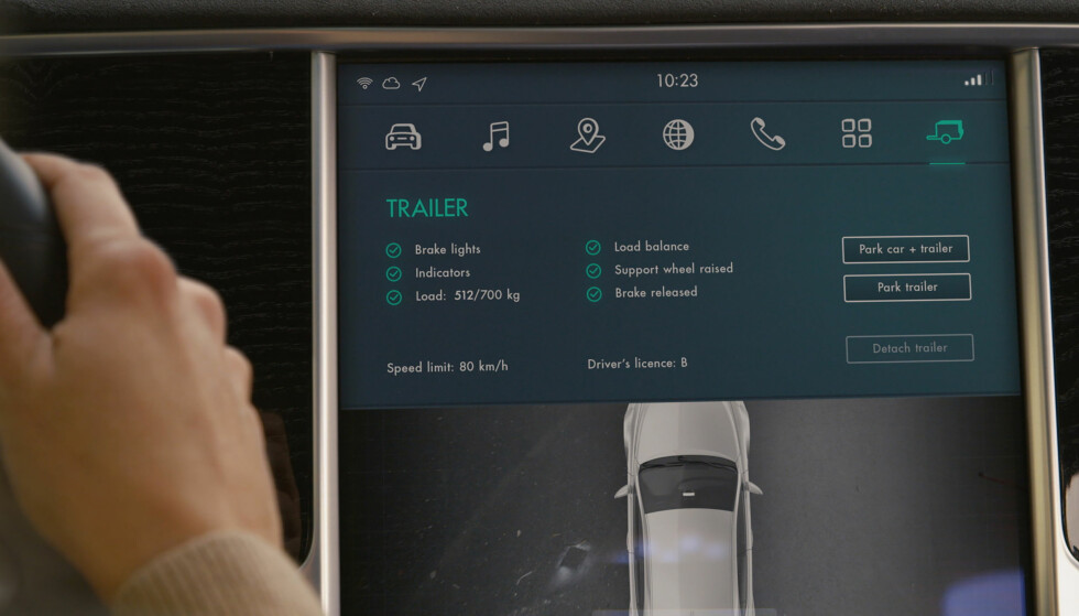 NYTTIG INFORMASJON: På skjermen inne i bilen får du informasjon om hengerens vekt, om lysene virker og så videre.