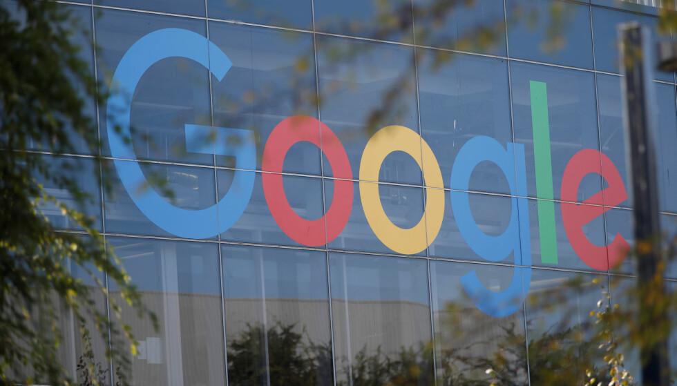 KLAGES INN: Forbrukerrådet mener Google manipulerer brukerne til kontinuerlig overvåking. Foto: Reuters/Stephen Lam