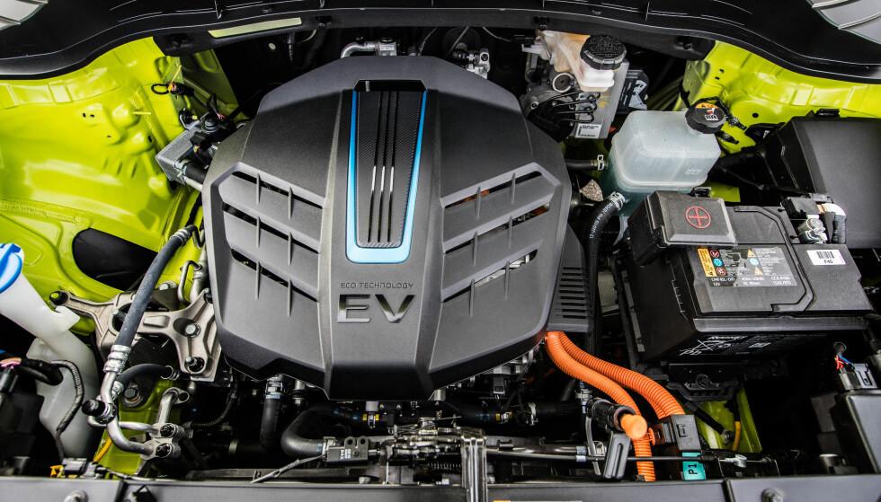 OPPGRADERT: Motoren til nye Kia e-Soul leverer 204 hk og et dreiemoment på 395 Nm. Batteri-kapasiteten er mer enn doblet fra 30 til 64 kWt. Foto: Kia